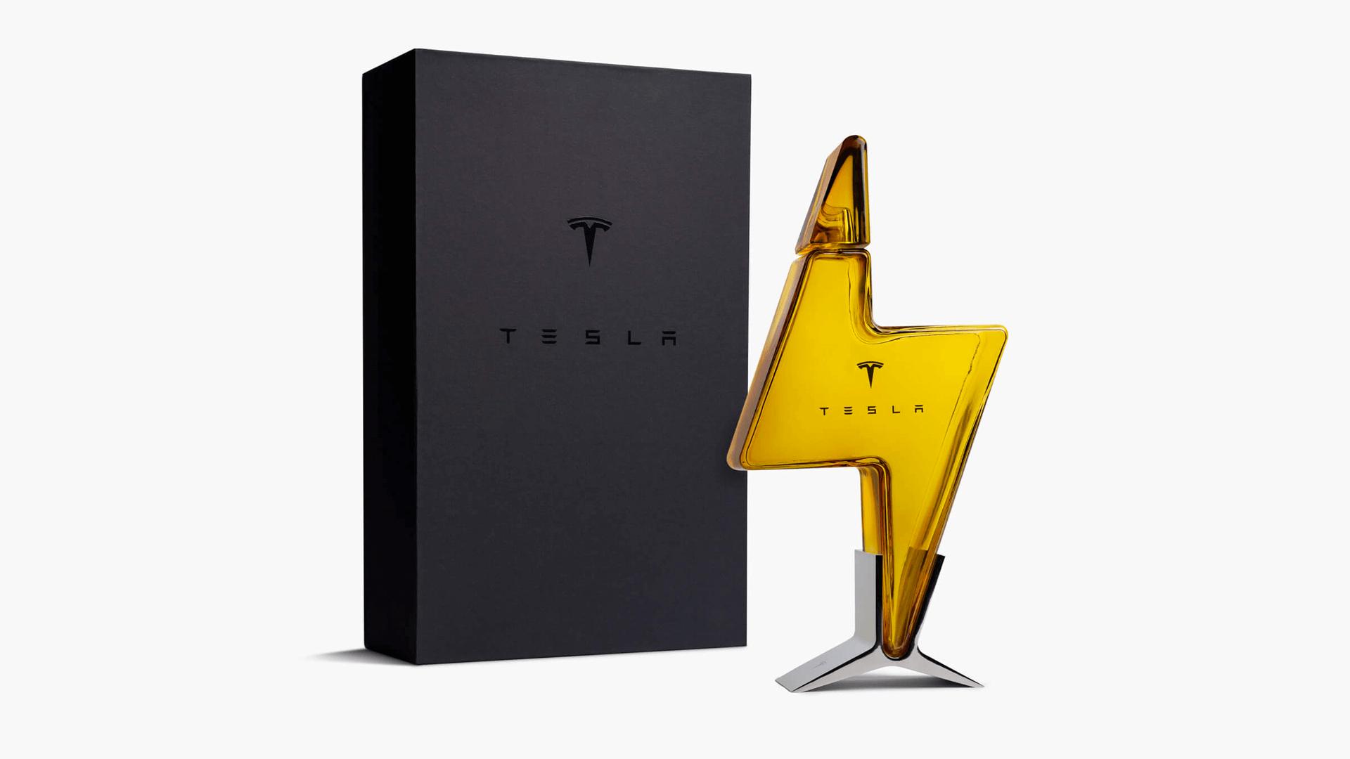限量 Tesla 閃電玻璃酒瓶 台灣開賣 20 分鐘搶購一空